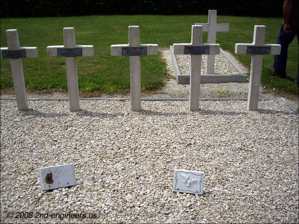 French soldier graves at ST. ETIENNE-a-ARNES